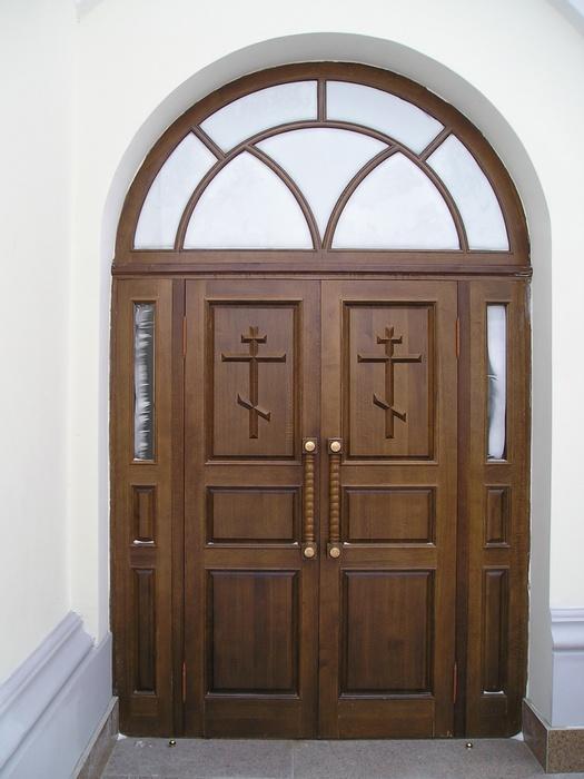 образцы входных дверей в храм
