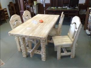 Комплект : стол и 4 стула. Массив сосны с эффектом старения.